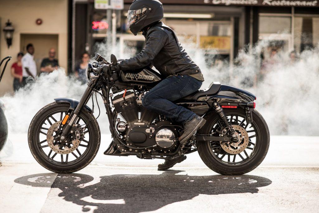 Chọn dầu nhớt chất lượng để động cơ xe máy luôn trơn mượt