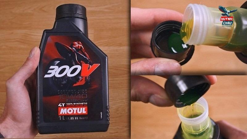 Dầu nhớt Motul 300V có thiết kế nắp dầu dạng vòi riêng biệt