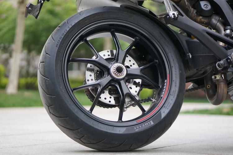Việc chọn vỏ xe máy phù hợp với kích cỡ vành xe là vô cùng quan trọng