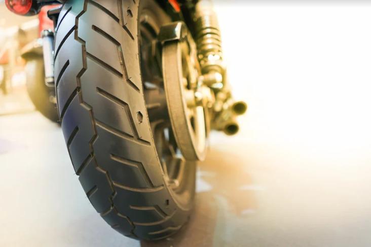Vỏ xe máy là bộ phận vô cùng quan trọng đảm bảo an toàn của người cầm lái