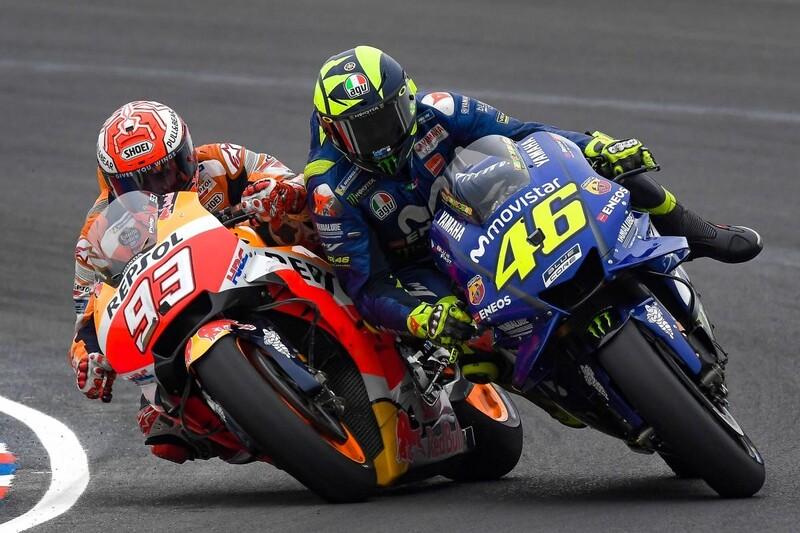 Tay đua trẻ nhanh chóng bám sát thành tích của đàn anh Rossi