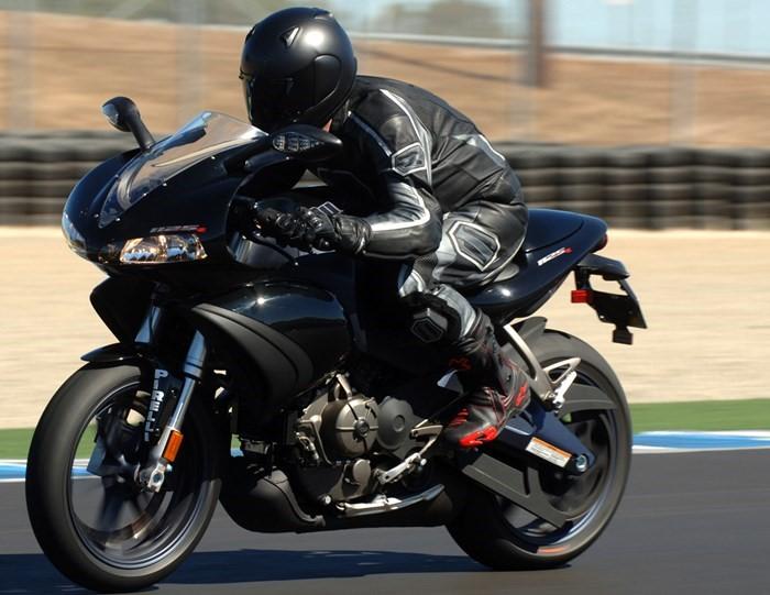 Xe moto phân khối lớn sở hữu động cơ mạnh mẽ
