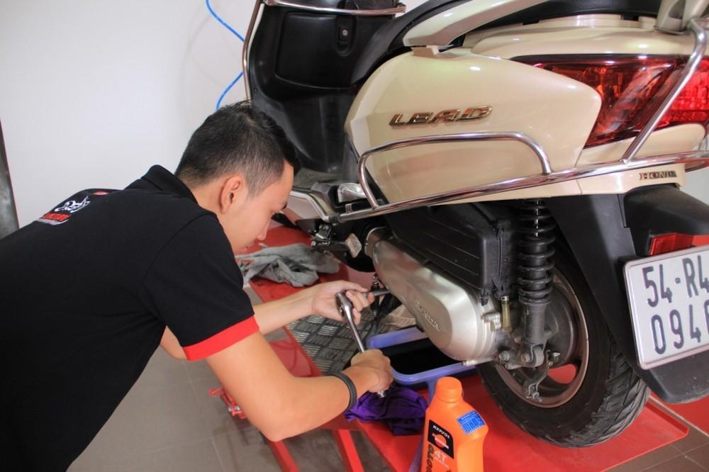 Xe tay ga cần chọn loại nhớt chuyên dụng để đạt hiệu suất tốt nhất