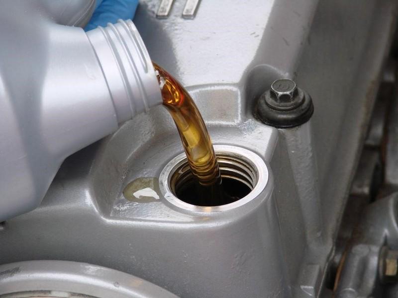 Dầu nhớt kém chất lượng có thể khiến xe bị hỏng hóc, giảm tuổi thọ