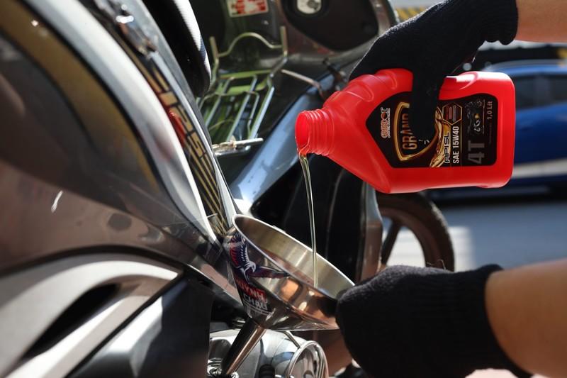 Dầu nhớt xe máy cần được thay thường xuyên