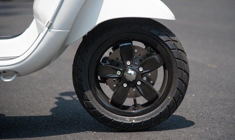 Để đảm bảo an toàn, cần kiểm tra và thay lốp xe nếu gai lốp quá mòn