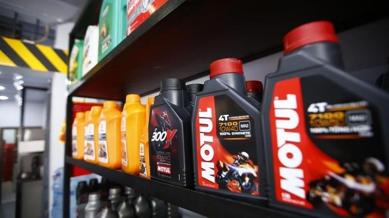 Lựa chọn dầu nhớt chất lượng thay vì đặt nặng giá cả