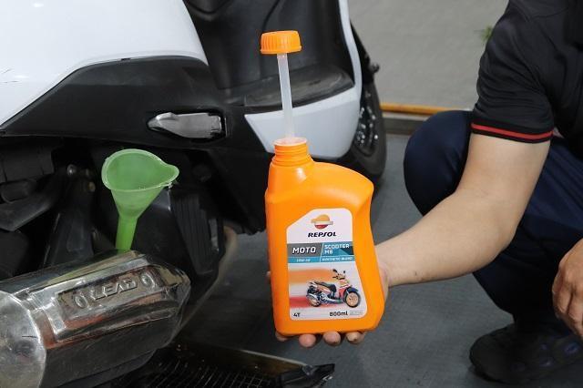 Nhớt Repsol Moto Scooter MB 10W40 giúp tiết kiệm nhiên liệu rất tốt