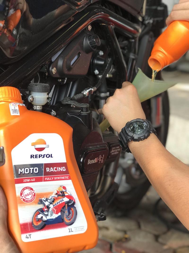 Repsol Racing 4T 10W40 là loại dầu nhớt cao cấp dành cho xe số 4 thì đời mới