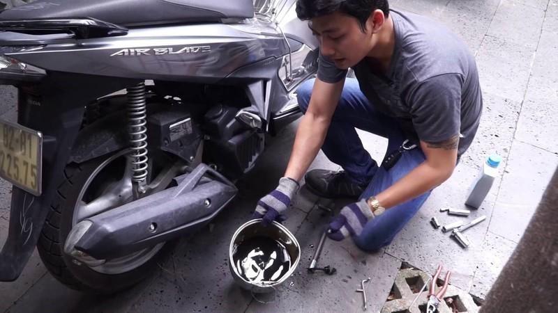 Xe bị ngập nước cần được xử lý và thay nhớt ngay